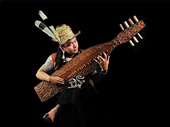 Alat Musik Tradisional yang Dipetik Sapek