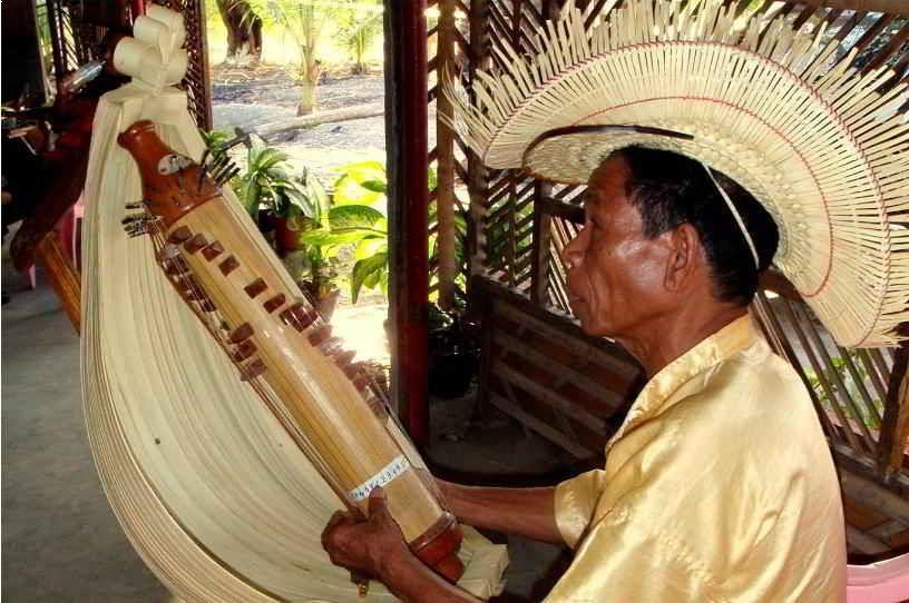 Alat Musik Tradisional yang Dipetik Sasando