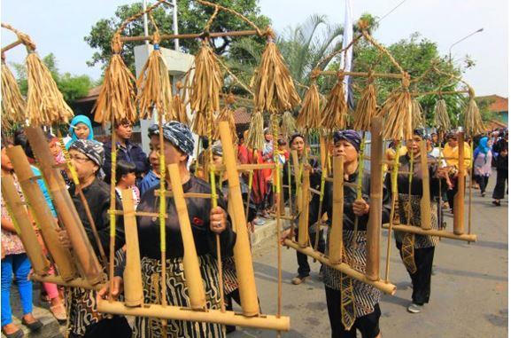 Alat Musik Tradisional Banten Angklung Buhun