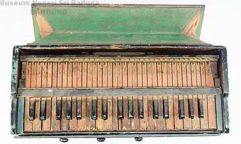 Alat Musik Tradisional Bengkulu Harmonium