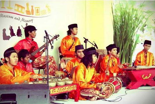 10 Alat Musik Tradisional Jakarta Lengkap