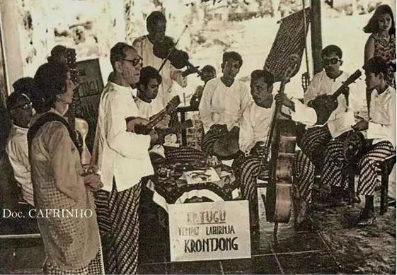 Alat Musik Tradisional Jakarta Keroncong Tugu