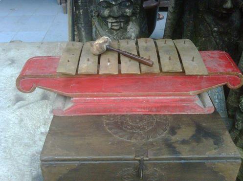 Alat Musik Tradisional Jawa Tengah Demung