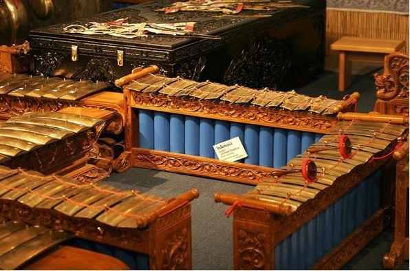 Alat Musik Tradisional Jawa Tengah Gender