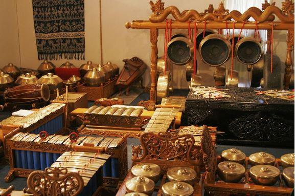 Alat Musik Tradisional Jawa Timur Gamelan