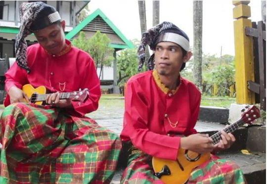 Alat Musik Tradisional Makassar Orkes Turiolo