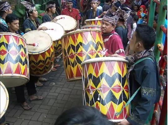 Alat Musik Tradisional Minangkabau Gandang