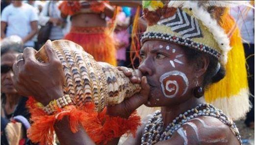 Alat Musik Tradisional Papua Triton