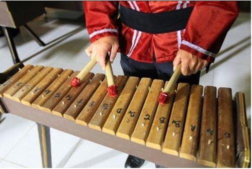 Alat Musik Tradisional Sulawesi Utara Kolintang