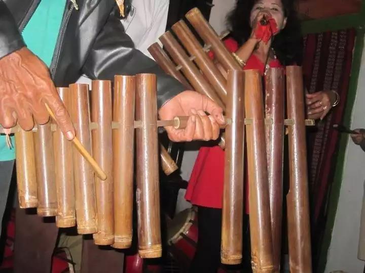 Alat Musik Tradisional Sunda Calung Jinjing