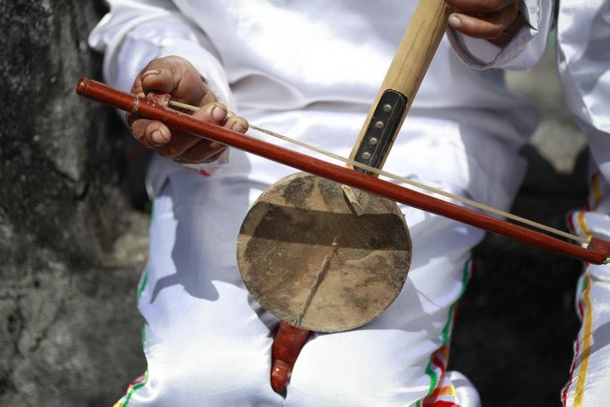 Alat Musik Tradisional yang Digesek Arababu