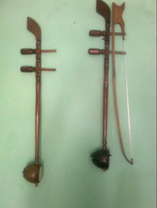 Alat Musik Tradisional yang Digesek Tehyan