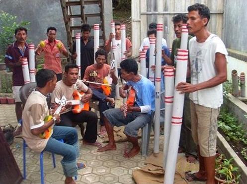 Alat Musik Tradisional yang Dipukul Bambu Hitada