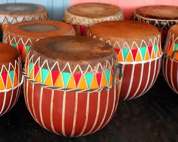 Alat Musik Tradisional yang Dipukul Dol atau Doli