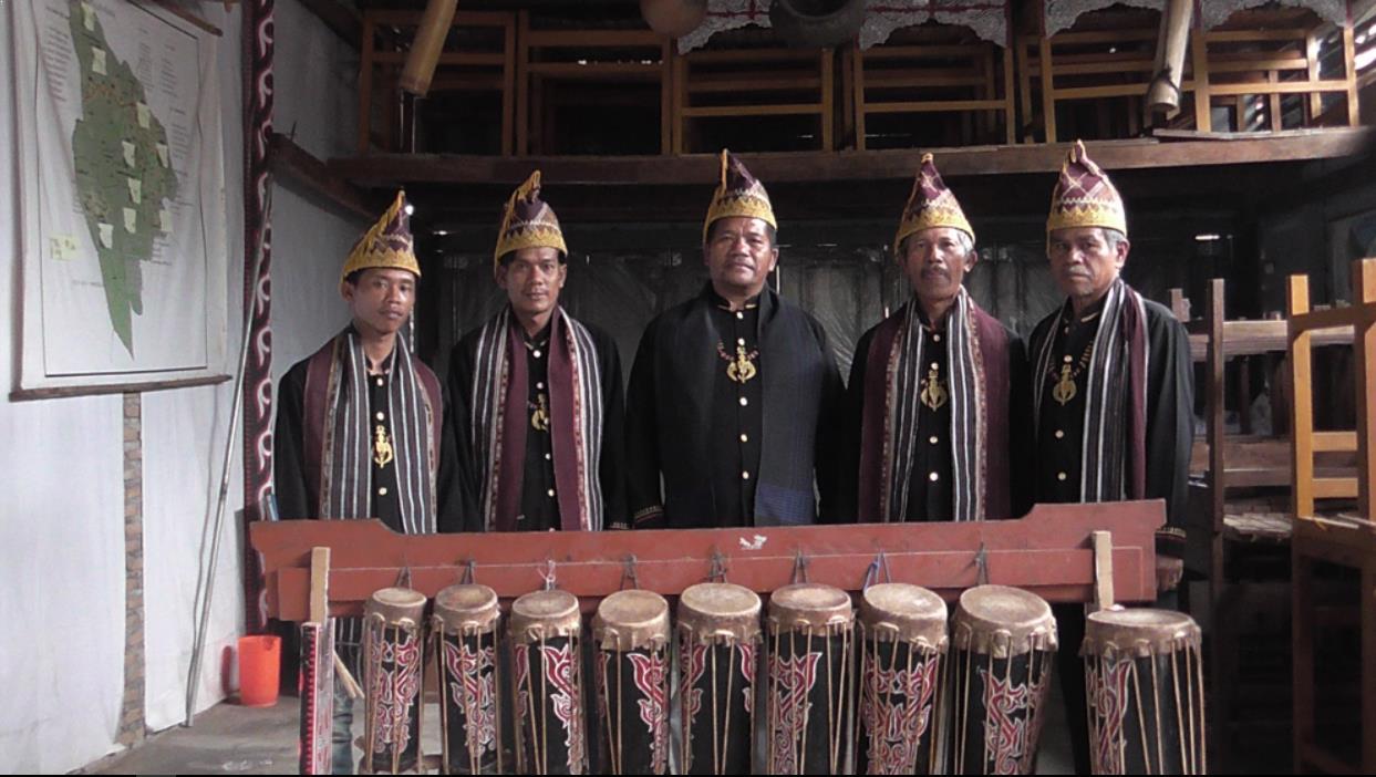 Alat Musik Tradisional yang Dipukul Gendang Sisibah atau Pakpak