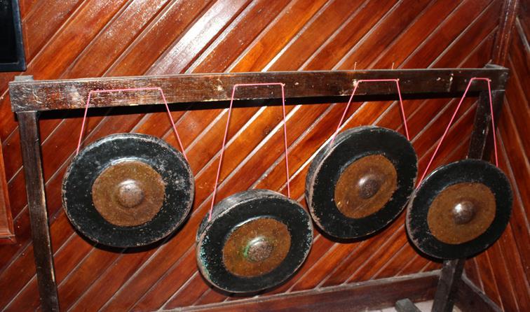Alat Musik Tradisional yang Dipukul Ogung Oloan