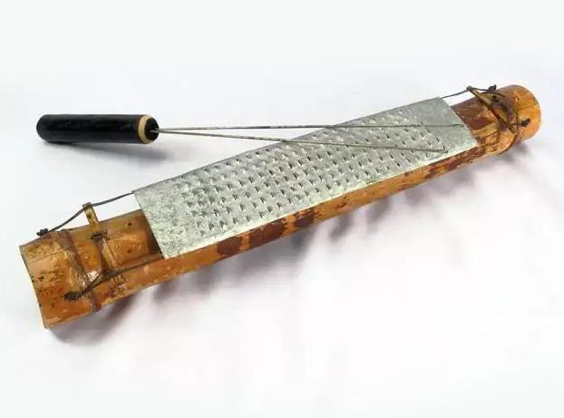 Alat Musik Tradisional yang Dipukul Satong Srek