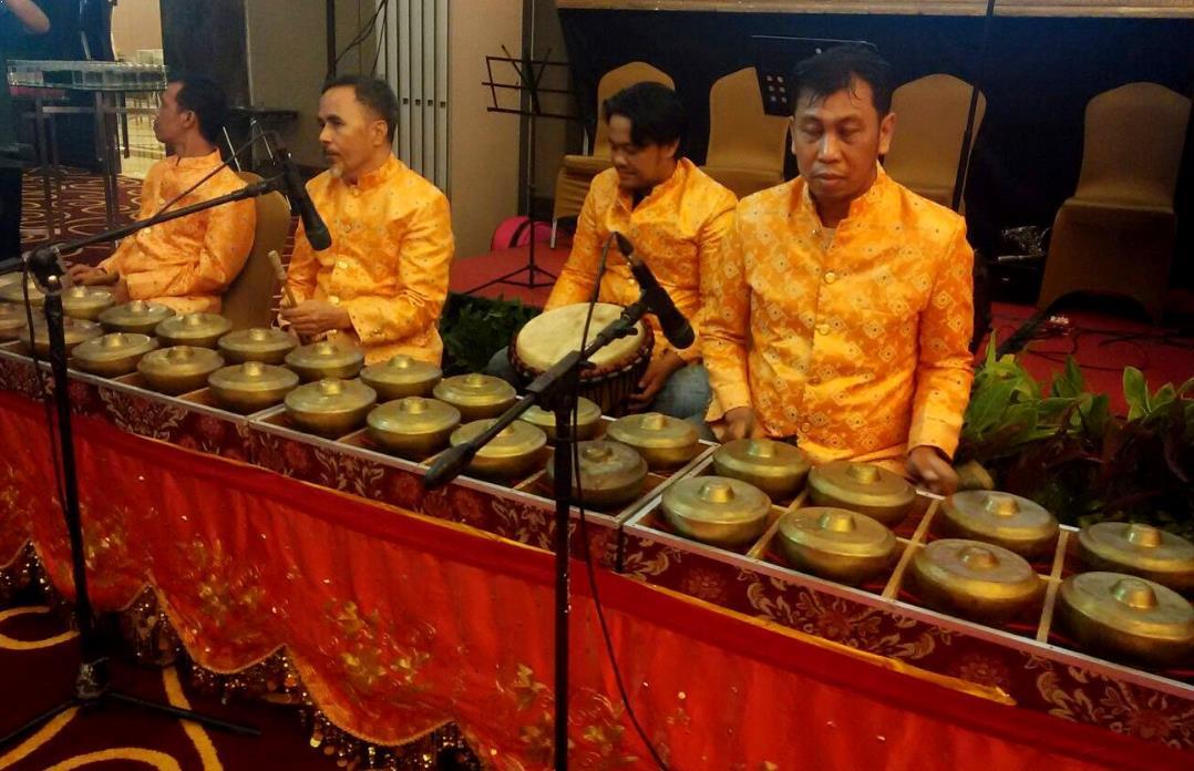 Alat Musik Tradisional yang Dipukul Talempong atau Bonang Minang
