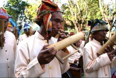 Alat Musik Tradisional yang ditiup Basi-Basi