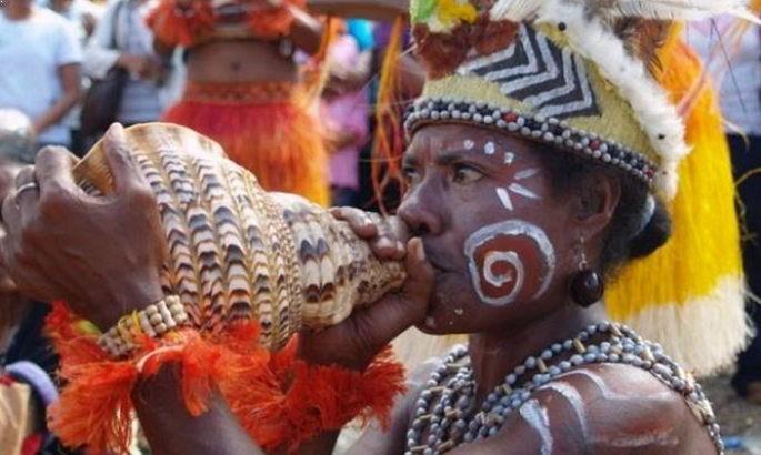 Alat Musik Tradisional yang ditiup Triton