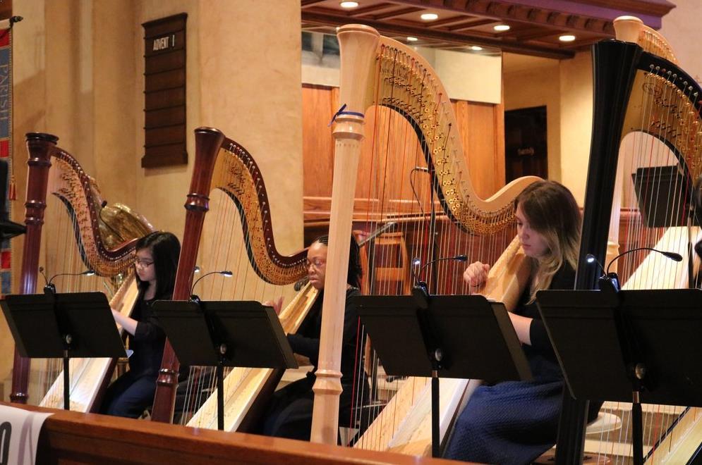 Cara Memainkan Alat Musik Harpa